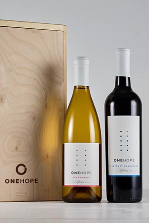 2-Bottle Wood Gift Box - Cabernet Sauvignon & Chardonnay