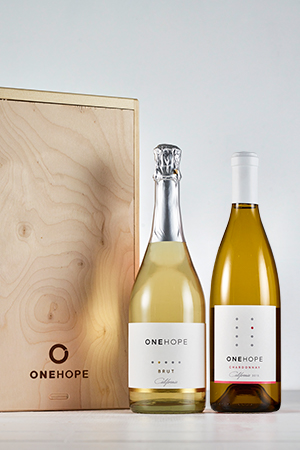2-Bottle Wood Gift Box - Sparkling Brut & Chardonnay