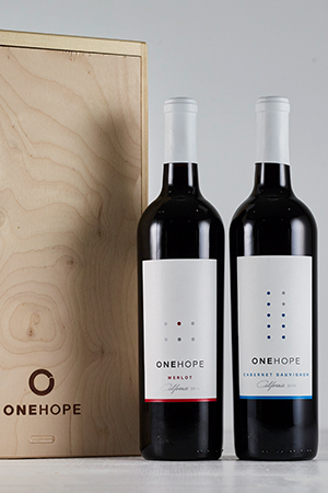 2-Bottle Wood Gift Box - Cabernet Sauvignon & Merlot